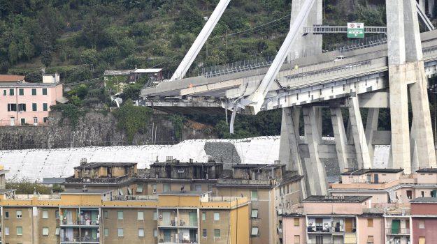 A10 genova savona, crollo autostrada genova-savona, crollo ponte morandi, Sicilia, Cronaca