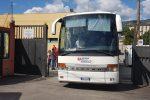"""Diciotti, il video della partenza dei 100 migranti da Messina. Protesta a Rocca di Papa: """"Sono troppi"""""""
