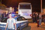 L'arrivo del primo pullman con i migranti a Rocca di Papa