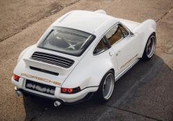 Partendo da una 911 del 1990 Singer ha creato assieme a Williams una Porsche serie 994 da ben 500 Cv