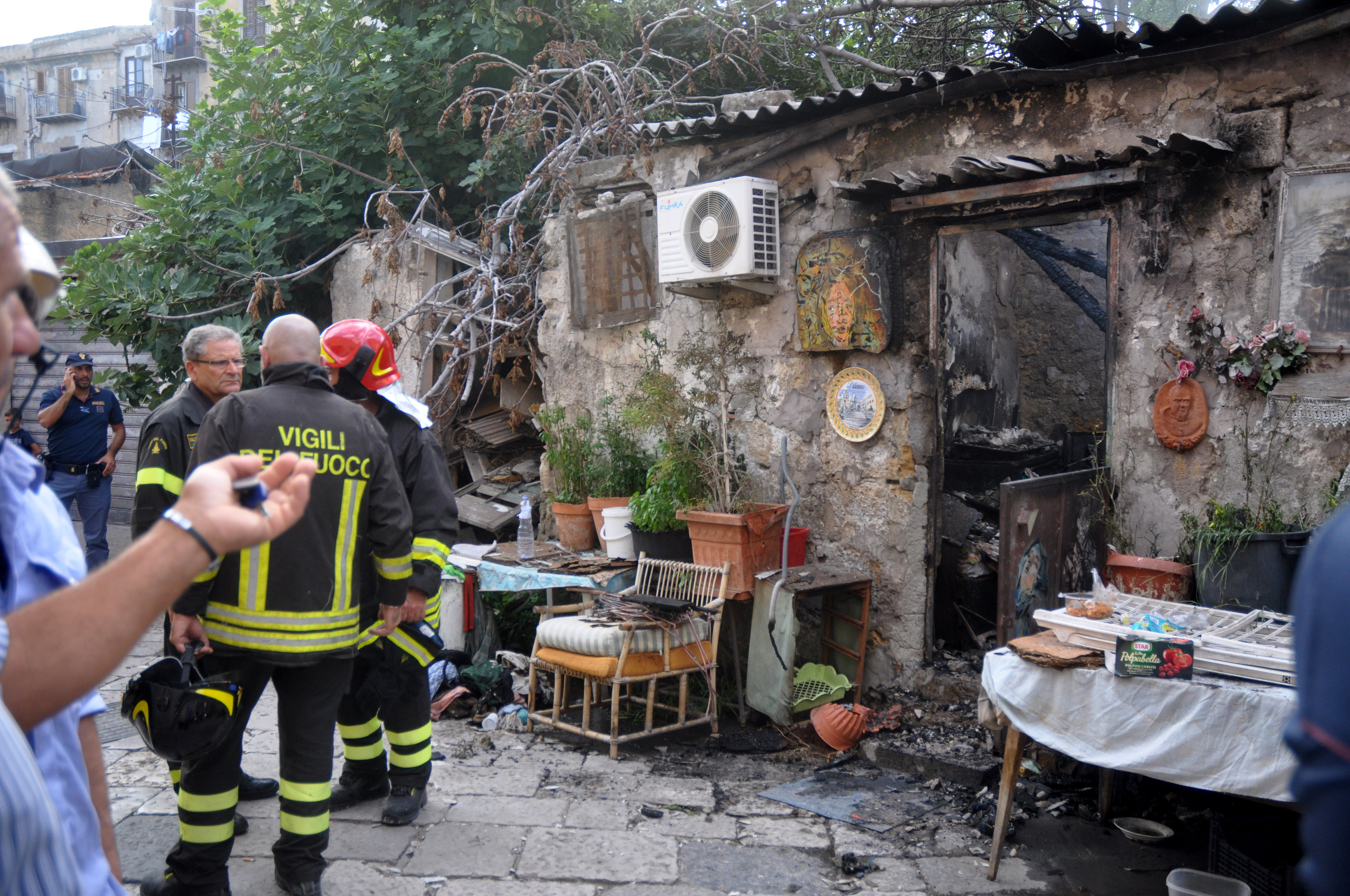 Incendio in centro a Palermo, un uomo è morto nel rogo