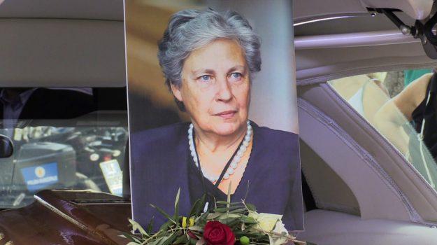 L'addio a Rita Borsellino, a Palermo in migliaia ai funerali per l'estremo saluto