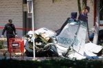 Usa, piccolo aereo precipita su un parcheggio in California: cinque morti