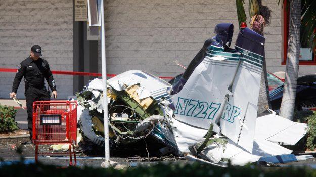 incidente aereo california, Sicilia, Mondo