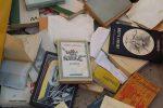 """Tra i libri gettati per strada a Roma ritrovata la prima edizione de """"Il Gattopardo"""": vale mille euro"""