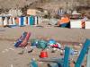 Rifiuti, cataste di legna e cabine spaccate, le immagini di Isola delle Femmine dopo Ferragosto