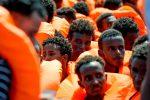 """L'Italia soccorre 190 migranti. Malta li rifiuta: """"Lampedusa è il porto più vicino"""""""