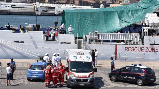"""Diciotti, l'inchiesta passa da Palermo a Catania. Salvini: """"Lasciatemi lavorare"""""""