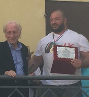 Motta d'Affermo, un premio speciale al campioni di Powerlifting Michele Peluso