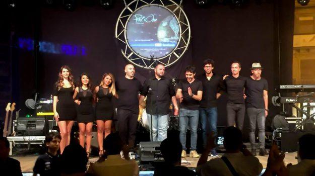Pink's One Tribute Show, Machan Taylor, Messina, Società