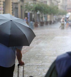 Meteo, vento forte e pioggia: il maltempo arriva in Sicilia e al Centro