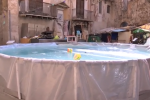 """Caldo a Palermo... e alla Vucciria spunta una piscina: """"L'abbiamo comprata per i bambini"""""""