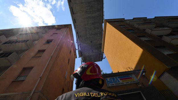 fincantieri, ricostruzione Ponte Morandi, Danilo Toninelli, Sicilia, Politica