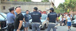 Villa ai rom a Palermo, proteste ma il Comune va avanti. L'assessore tra i residenti, momenti di tensione