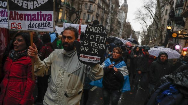 crisi Argentina, Sicilia, Mondo