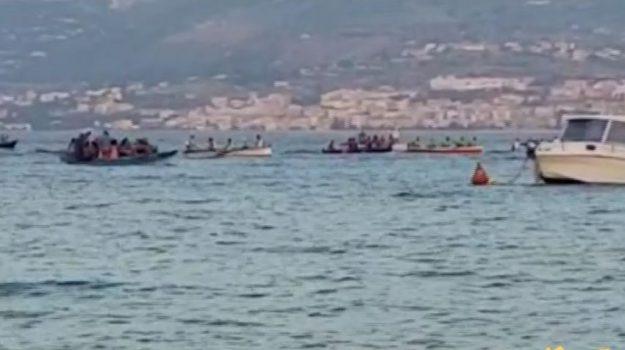 Sullo stretto di Messina il Palio delle contrade marinare