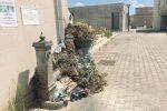 Cimiteri pieni di rifiuti a Castelvetrano e Vita