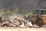 Abbattute le prime baracche al campo rom di Palermo: il video delle ruspe in azione