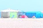 Palermo, sulla spiaggia di Romagnolo torna l'invasione delle tende in vista di Ferragosto