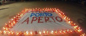 """Nave Diciotti al largo di Lampedusa con 177 migranti, uno striscione sull'isola: """"Porto aperto"""""""
