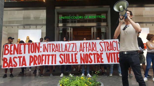 crollo ponte morandi, protesta centri sociali benetton, Palermo, Cronaca