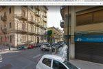 Forzano una finestra dal tetto e rapinano una coppia di anziani in casa: paura nella notte a Palermo