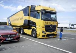 Mercedes Trucks chiede di rendere obbligatori i nuovi sistemi che migliorano la sicurezza dei Tir