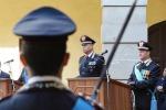 Sul podio, il generale di corpo d'armata Vincenzo Coppola