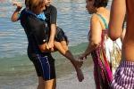 Lascia a riva la carrozzina, 30 disabili si sono immersi nel mare di Punta Campanella