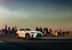 Anteprima Lexus UX Hybrid Electric a 'Taste di Roma'