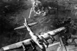 Il bombardamento di una fabbrica a Marienburg, in Germania, il 9 ottobre 1943 (fonte: US Air Force)