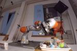 L'esperimento del Mit nel quale un robot impara a riconoscere gli oggetti dopo averli esaminati (fonte: MIT)