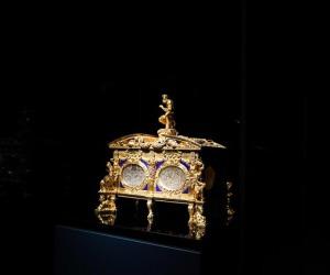 A Milano la restaurata Cassetta Farnese