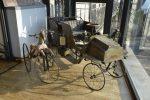 Esposizione di auto a pedali e tricicli d'epoca