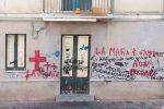 """""""La mafia è giusta e non perdona"""", ad Adrano compare una scritta che mette paura"""