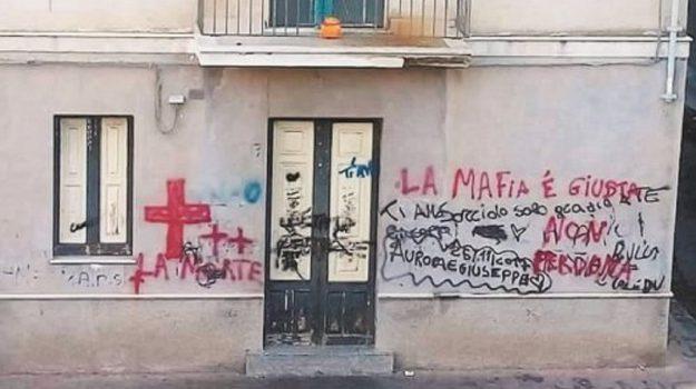 la mafia è giusta, scritta quartiere patellaro, Catania, Cronaca