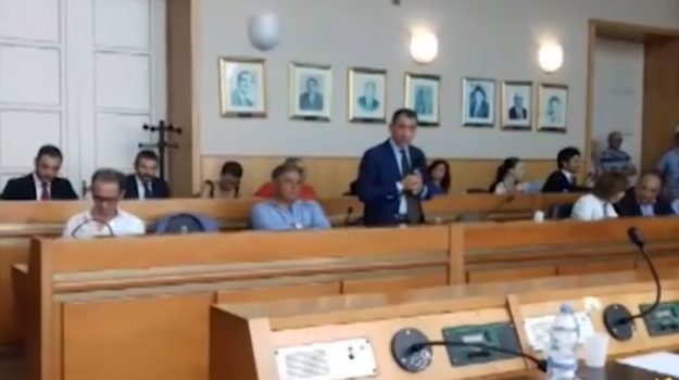 Consiglio comunale, terza mozione di sfiducia per il sindaco di Gela