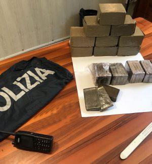 Dodici chili di hashish nascosti nell'armadio della camera da letto, arrestata coppia di Palermo
