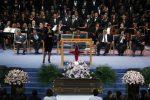 Aretha Franklin, il funerale è uno show: cantanti sul palco per l'ultimo saluto alla regina del soul