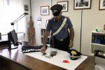 Modica, coppia scaglia contro i carabinieri un pitbull per evitare la perquisizione: arrestati