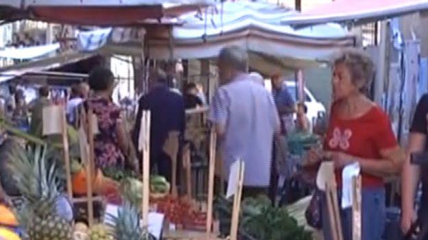 Rifiuti al mercato del Capo a Palermo, la parola ai commercianti
