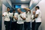 Operai ballano e cantano: ecco la parodia dei Backstreet Boys all'aeroporto di Palermo