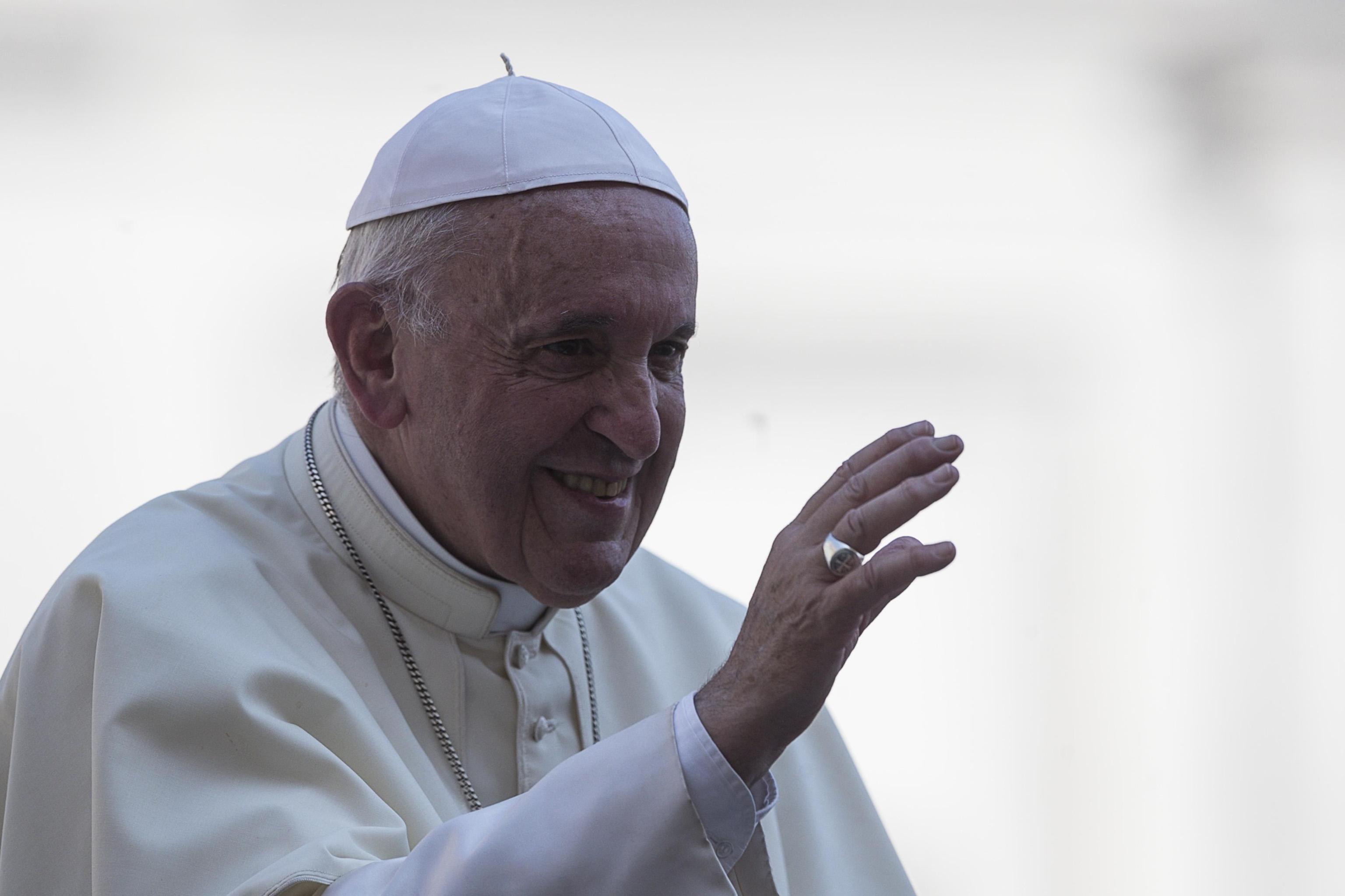 Papa Francesco rimuove il vescovo accusato violenza sessuale su una suora