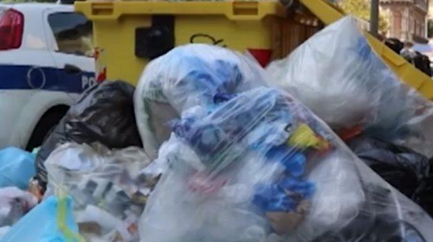 Rifiuti, nuovo servizio di raccolta ma a Catania è ancora emergenza