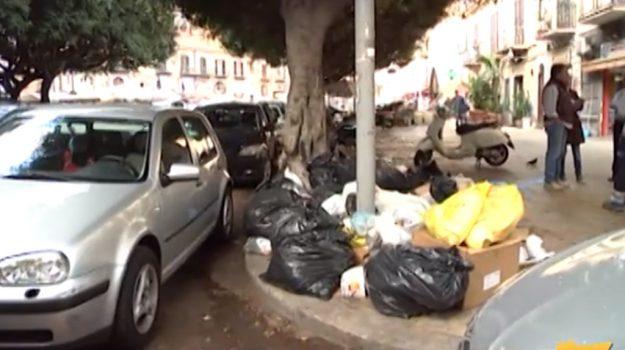 Rifiuti nel centro storico di Palermo, vigili a caccia dei trasgressori