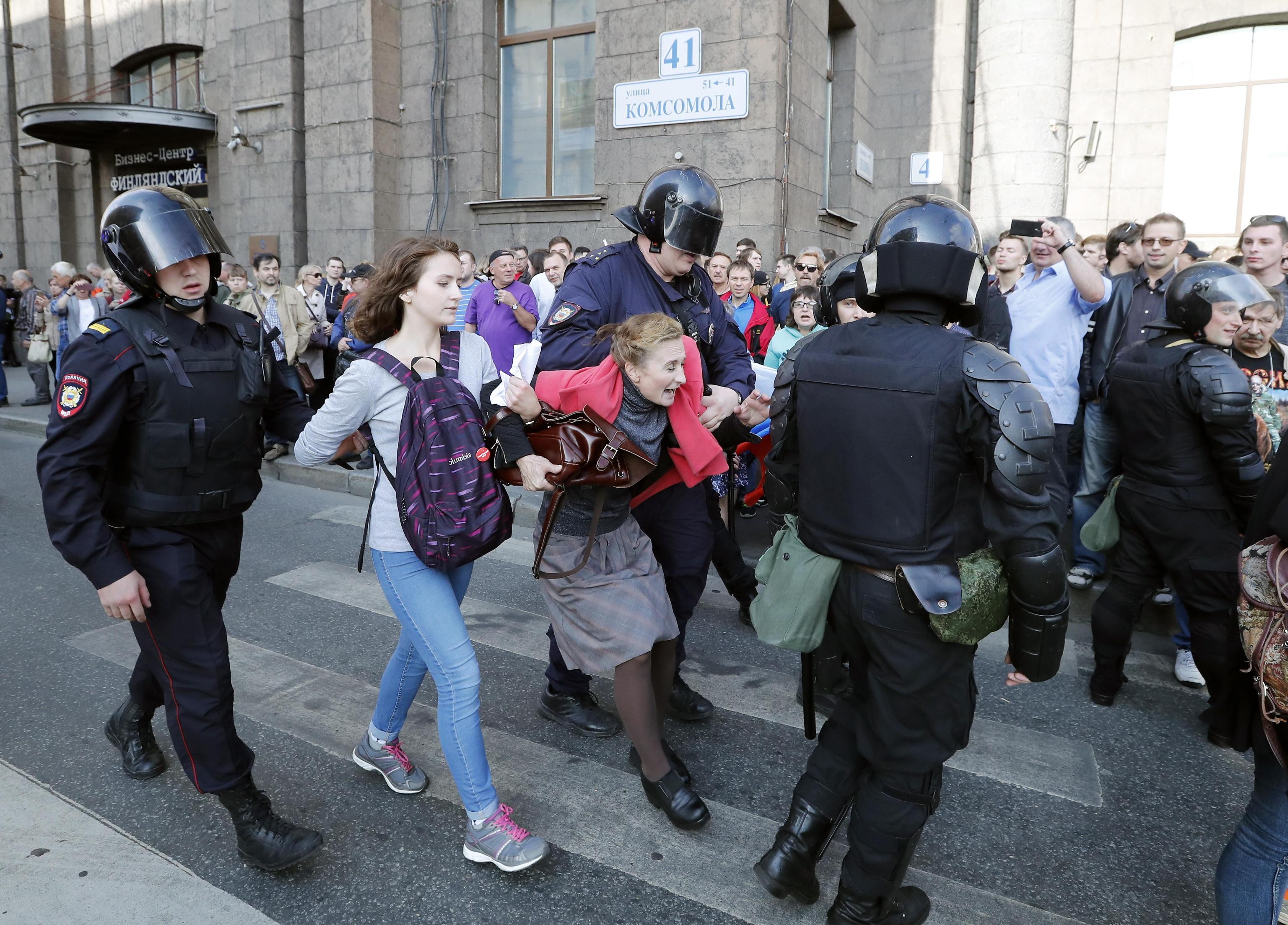 In Russia quasi 300 arresti per le proteste contro l'età pensionabile