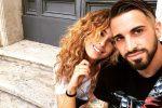 Parigini in difesa di Sara Affi Fella per amore