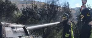 Paura per un'auto in fiamme sulla A19 nei pressi di Alcamo: nessun ferito