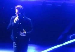 Gli U2 sospendono il concerto. Poi l'annuncio: «Avrete altri biglietti»