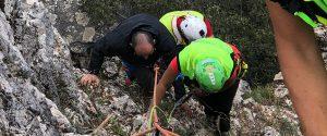 Cade in un dirupo mentre cerca funghi, 42enne salvato a Petralia Sottana